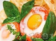 Фетучини с домати, пълнени с яйца и пушен бекон